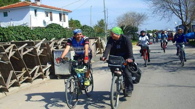 Istanbul's bike enthusiasts will pedal to hang obstacles