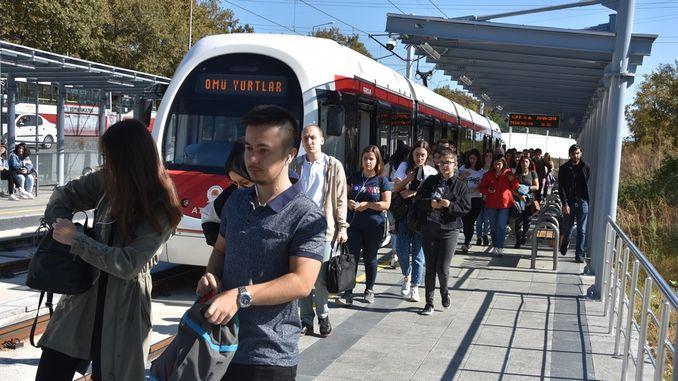 В кампуса студентите изпитват удобството на трамвая