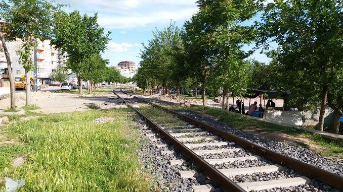 vlak kruisings op spoorweë veroorsaak ongelukke