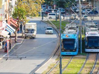 十月在安塔利亚的公共交通