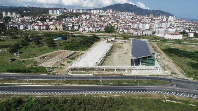 מסוף האוטובוסים בין עירוני Altinordu מסתיים באחוזים