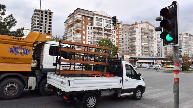 green flash application has been removed in traffic lights in Ankara