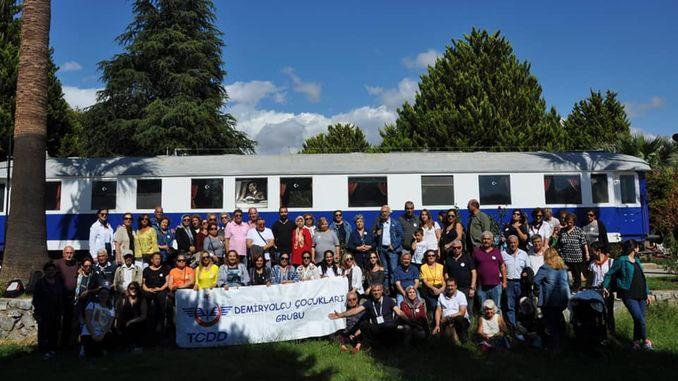 रेलरोड मुलांच्या गटाची मशिद ट्रेन संग्रहालयात भेट झाली
