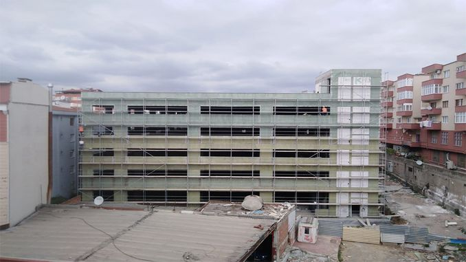 The exterior of the multi-storey car park in Gebze is being painted
