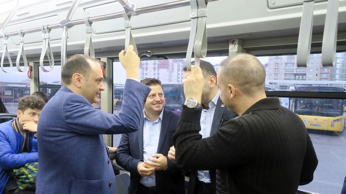 ibb managers met with citizens on the sultanbeyli bus