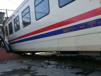 izmir मा यात्री ट्रेन