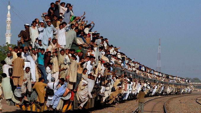 Самый переполненный поезд в мире