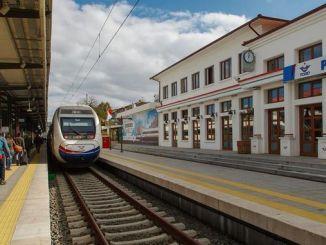 Niiden, jotka haluavat mennä Eskisehiriin junalla Istanbulista, on ostettava konya-lippu
