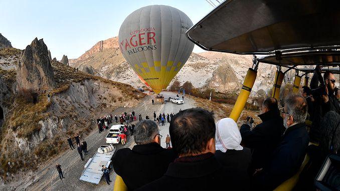 Comezou o turismo de globos kayseride