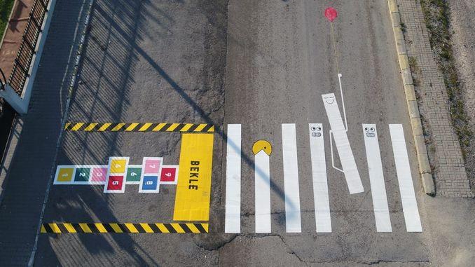 kleurryke motiewe om bewustheid te skep tydens voetoorgange