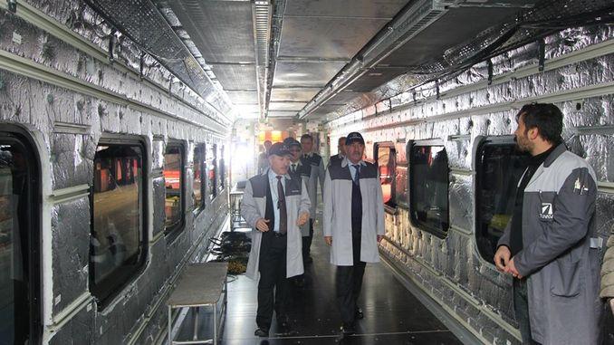 उप मंत्री ने प्रगति में राष्ट्रीय ट्रेन बनाने वाले डिमार्ट्स की जांच की