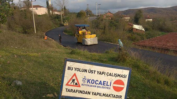 as estradas da bahía de Kocaelide Korfez vólvense cómodas