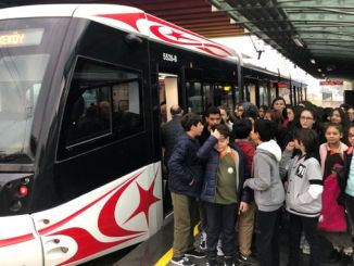 samulas učenicima govori o prednostima javnog prevoza