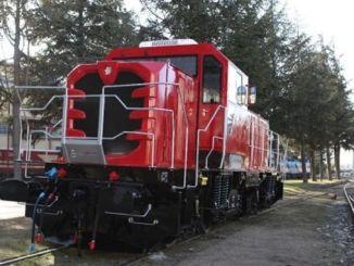 圖爾汗部長使用了第一台國家柴油電力機車