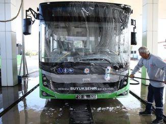 Die Fahrzeuge der öffentlichen Verkehrsmittel der Seestadt werden täglich gereinigt