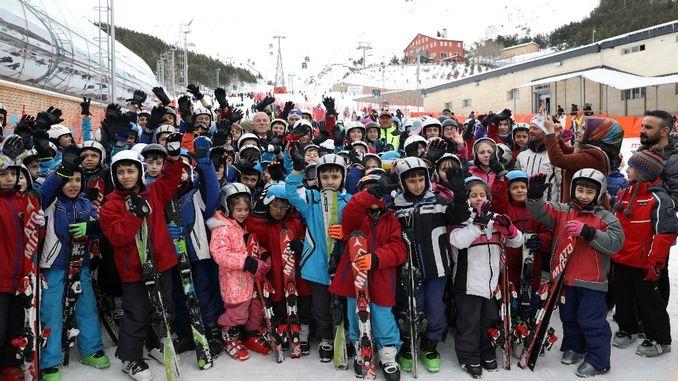 tidak akan ada kanak-kanak yang tidak tahu bermain ski di Erzurum