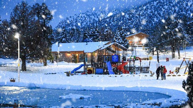 Bağbaşı platoo loob postkaardipilte, kus on lummavad lumemaastikud