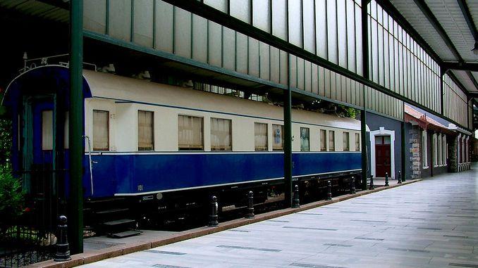 Поезди Сафед хотираҳои Ататюркро пешвоз мегирад