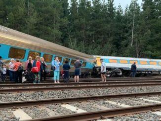 Австралид сиднейн мелбурнын галт тэрэгний эвдрэл сүйрчээ