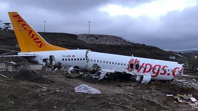 verduideliking van die vliegtuigongeluk in die lug vanaf die ministerie