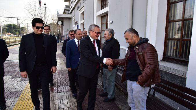Governor Deniz Manisa chatted with passengers on the train station