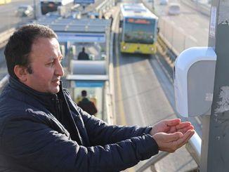iett coloca desinfetante para as mãos nas estações metrobus