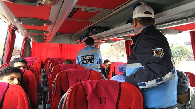 السيطرة على الركاب ضد الفيروسات في محطة حافلات أزمير