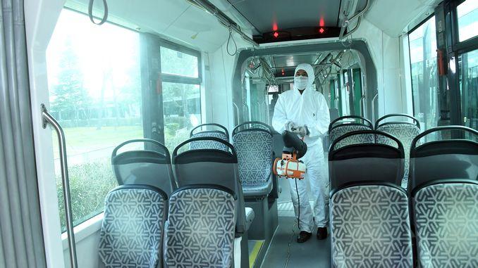 কেনিয়া গণপরিবহন যানবাহনে জীবাণুনাশনের কাজ অব্যাহত রয়েছে