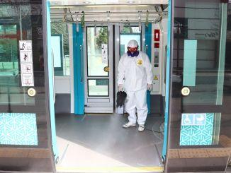 los vehículos de transporte público se desinfectan regularmente