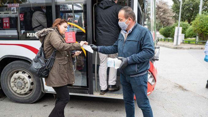 Безплатно разпространение на маски започна в градския транспорт в Измир