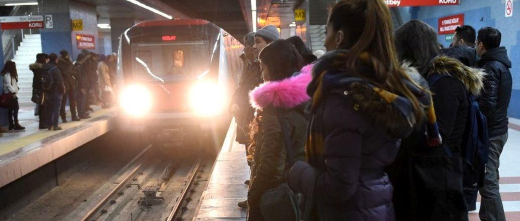 Byly zrušeny karty veřejné dopravy mladých lidí do věku Ankary