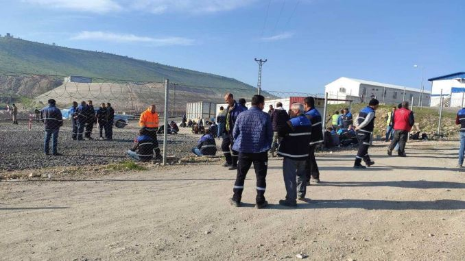 diyarbakir mardin mazidagi εργαζόμενοι που εργάζονται σε σιδηροδρομικές κατασκευές
