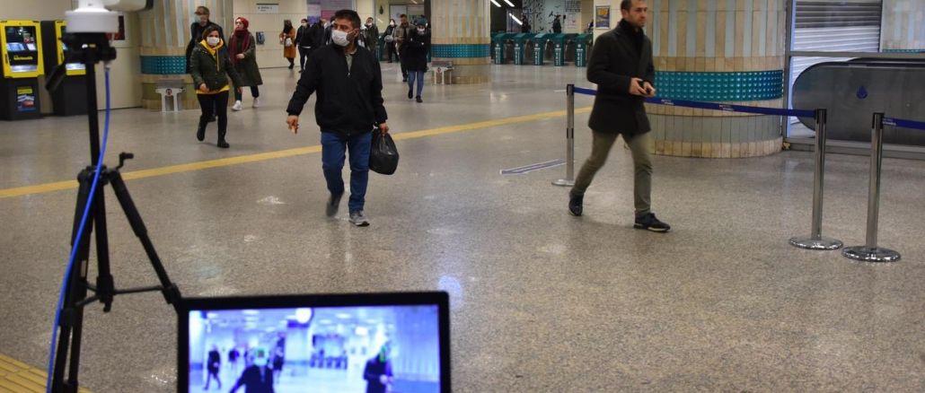 se nedostane na metro s horečkou v Istanbulu