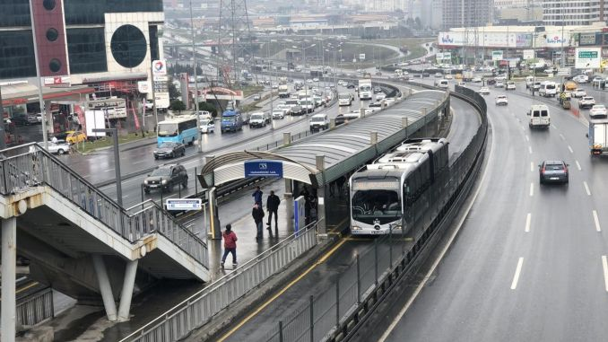 Bus services in Istanbul are planned according to social distance.