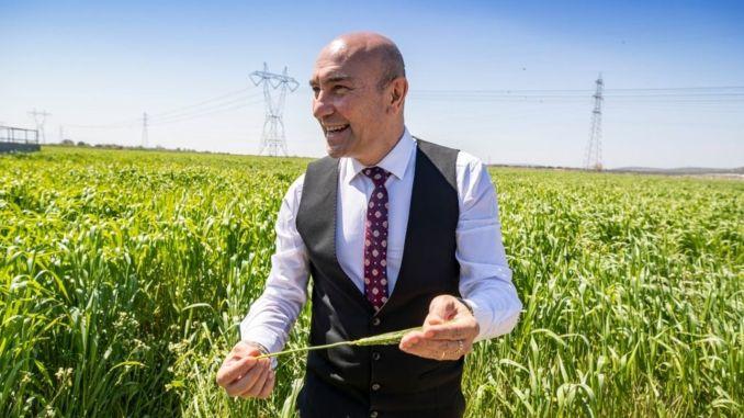 tunc soyer karakilcik called the farmers from the wheat field
