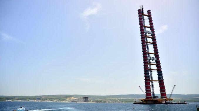 Tika pabeigti Canakkale tilta tērauda torņi