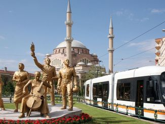 Pereții de încercare încep pe linia de tramvai Opera Kumlubel