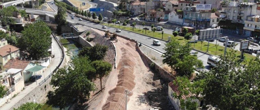 goue aanraking van die groot stad tot die Izmir-verkeer