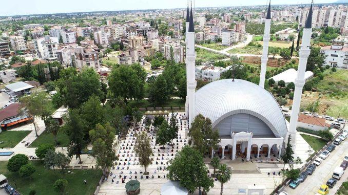 نماز جمعہ کے ساتھ عبادت کے لئے ڈوزمیٹین میں مساجد کھولی گئیں