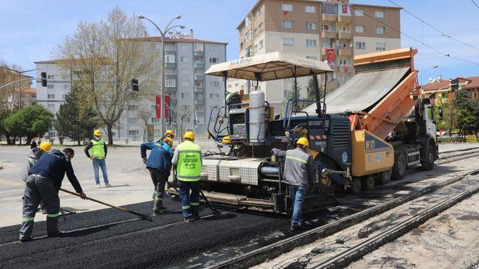 Οι δρόμοι και οι λεωφόροι προετοιμάζονται για το καλοκαίρι στο Εσκισεχίρ