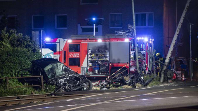 ranny na przejeździe kolejowym we Frankfurcie