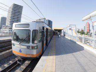 在伊斯坦布爾週末做Metrobus地鐵和渡輪工作