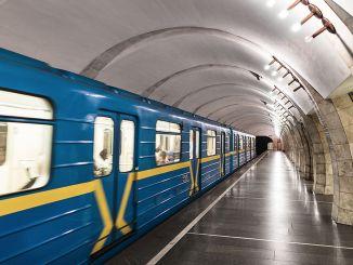 kiev metrosu iki aylik aradan sonra tekrar seferlere basladi