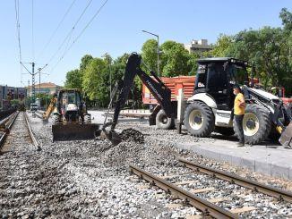 schaar wordt gerenoveerd aan de tramlijn in konya