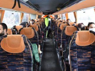 các công ty xe buýt bắt đầu chuyến bay của họ vào tháng Sáu
