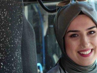 Primera mujer conductora de autobuses urbanos de Komotini