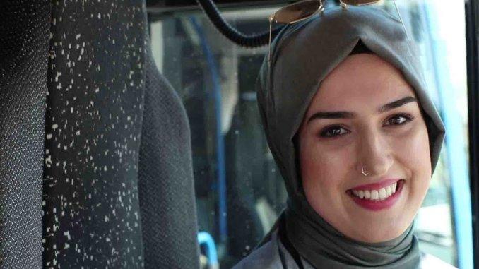 Komotini şəhər avtobuslarının ilk qadın sürücüsü