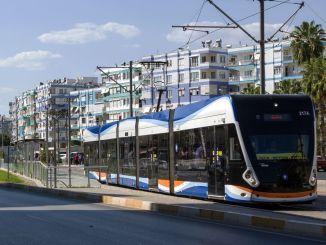 Offentlig transport til forældrene med den studerende, der vil tage eksamen i Antalya gratis
