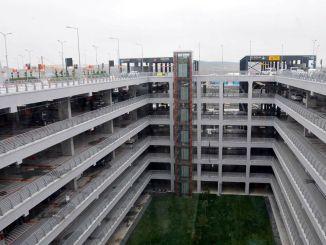 Istanbul flygplats parkeringsavgift betalas?