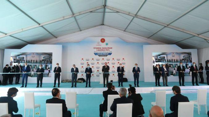 Die dritte Landebahn des Flughafens Istanbul wurde mit einem Zug eröffnet